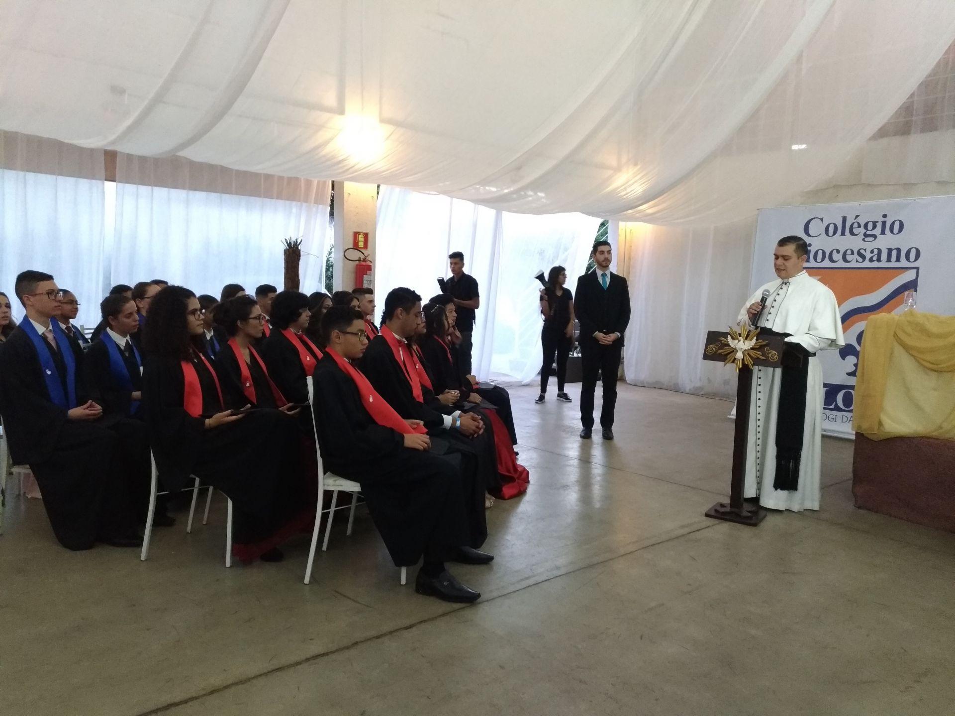 O Diretor Padre Marcos e seu discurso na formatura
