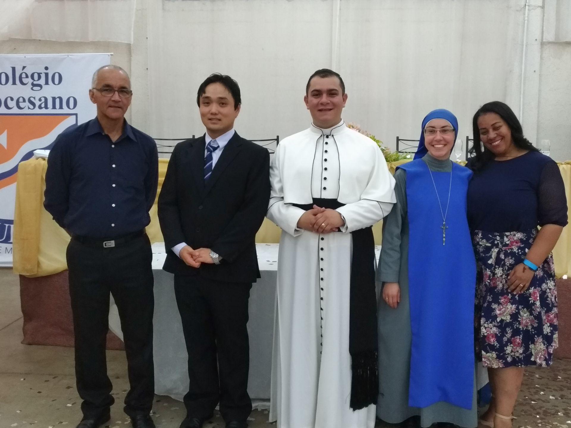 Corpo docente e dirigente do Colégio Diocesano Paulo VI