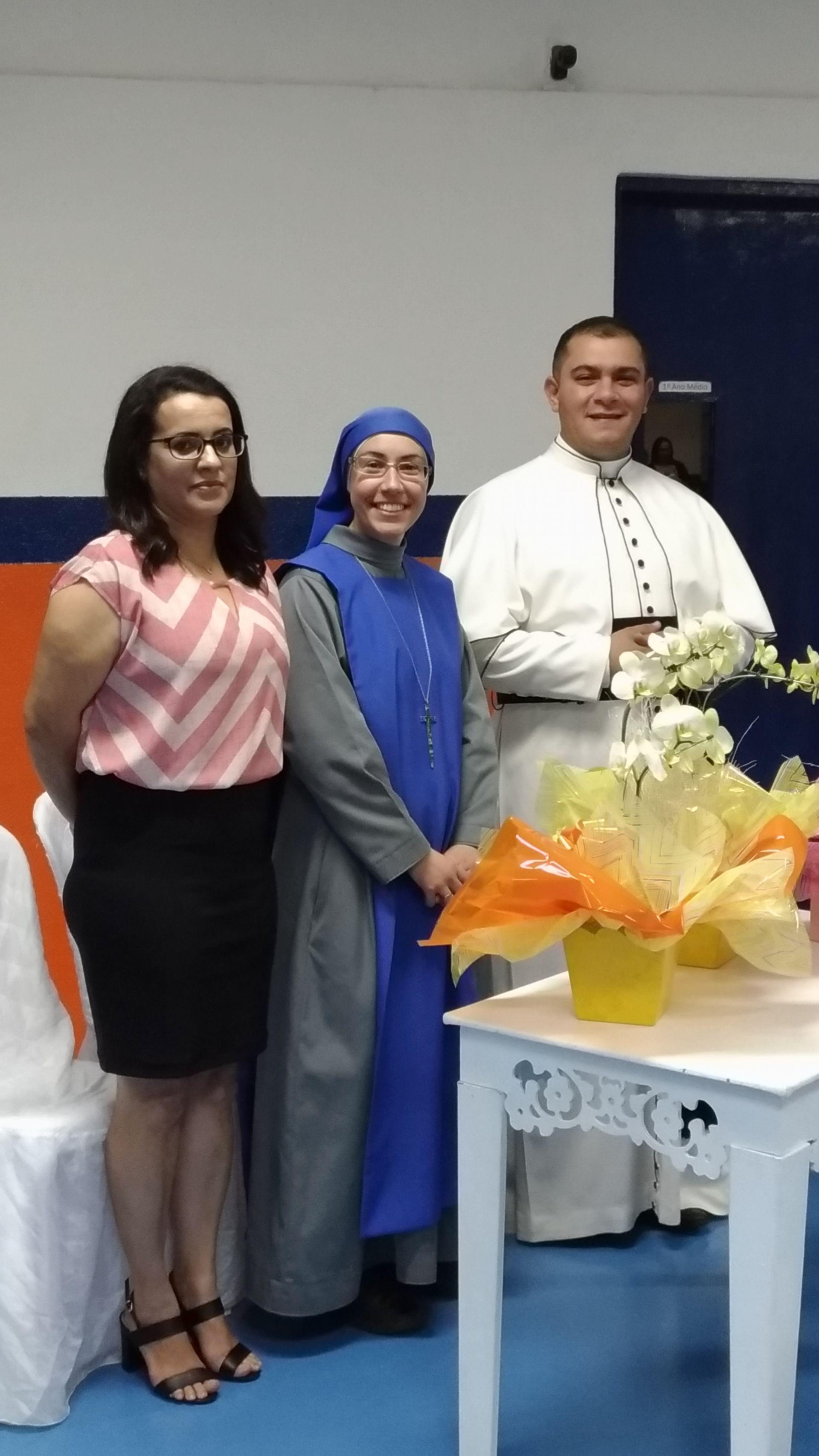 Os Diretores Padre Marcos e Madre Coroada e a Professora do 5º ano: Regiane Verônica